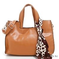 斜背包 方包 素色簡約 方領提把絲巾三用包包 CHENSON 女 駝(CG76776-N)